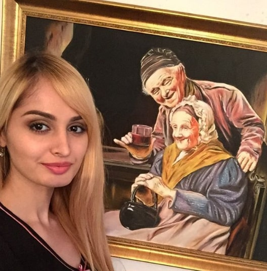 Lana Rose Painting The Celebrity Face