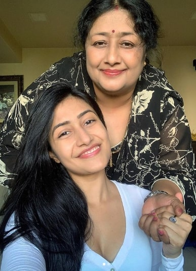 Dhanashree Verma With Her Mother The Celebrity Face